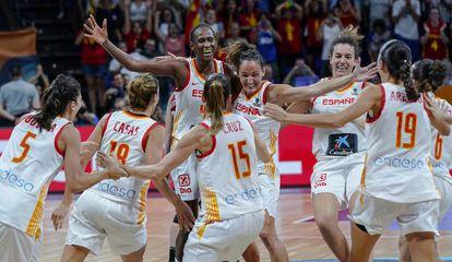 Las jugadoras españolas celebran la medalla de bronce