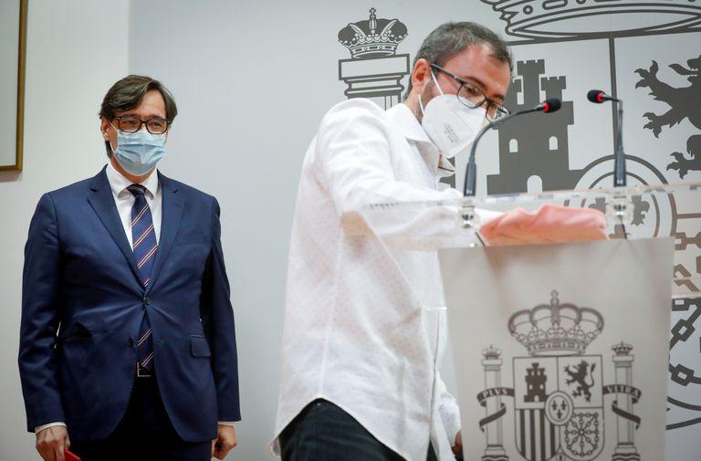 El ministro de Sanidad, Salvador Illa, momentos antes de la rueda de prensa que ha ofrecido este viernes en San Sebastián.