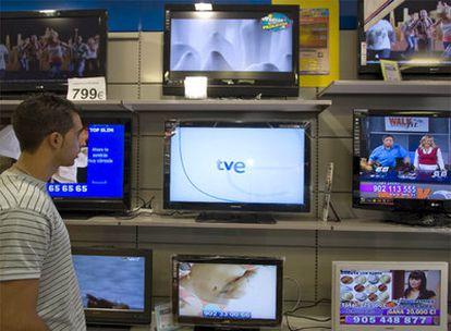 Los anuncios desaparecerán de toda la televisión pública estatal antes de que acabe el año.