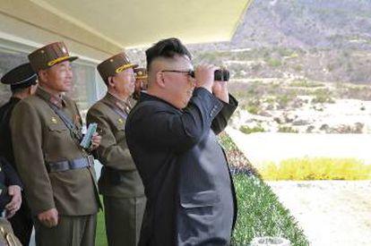 Desde que en 2011 sucediera a su padre como líder de Corea del Norte, Kim Jong-un vive empeñado en provocar a potencias como Japón, Corea del Sur o EE UU. Con la llegada de Trump a la Casa Blanca, las bravuconadas del dictador asiático han encontrado por fin un público a su medida.