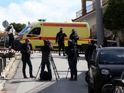 La policía vigiliaba la escena del crimen, este viernes en Atenas.