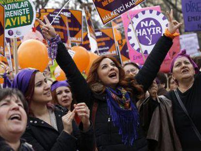 Mujeres de todo el mundo convocan paros en 50 países el 8 de marzo para denunciar la discriminación