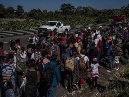 Integrantes de la caravana migrante, tras cruzar la frontera mexicana en enero.