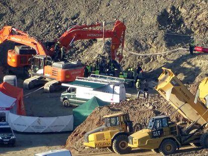 Labores de rescate en la finca de Totalán donde Julen se precipitó a un pozo de más de 100 metros de profundidad.