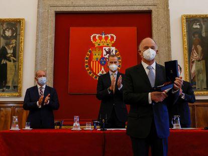 Enrique Krauze recibe el III Premio Historia Órdenes Españolas, en Madrid en julio.