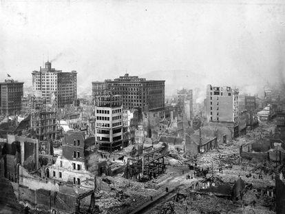 Varios edificios destruidos tras el gran terremoto de 1906 en San Francisco.