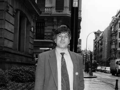 Gregorio Ordóñez, en San Sebastián en 1994, dos meses antes de ser asesinado. En vídeo, homenaje de la Fundación Gregorio Ordóñez al político asesinado.