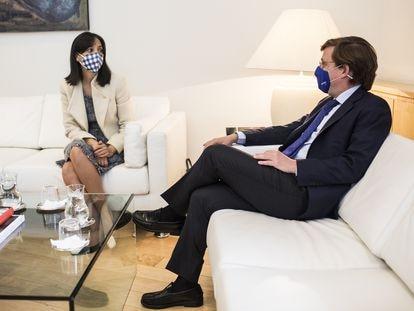 La delegada del Gobierno, Mercedes González, y el alcalde, José Luis Martínez-Almeida.
