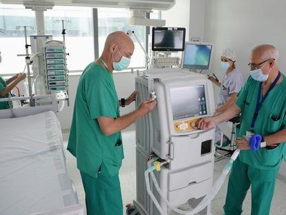 Respirador de fabricación valenciana en el Hospital La Fe.