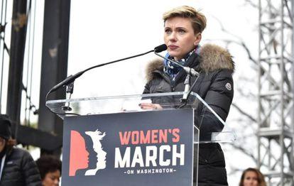 Scarlett Johansson en la marcha de las mujeres contra Trump.