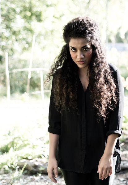 La escritora de origen iraní Athena Farrokhzad.