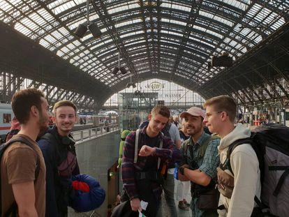 Jóvenes premiados con el Interrail gratis en la estación de Colonia (Alemania), a finales de agosto.