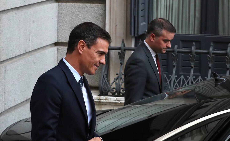 Pedro Sánchez abandona el Congreso acompañado de su Jefe de Gabinete, Ivan Redondo, en julio de 2019.