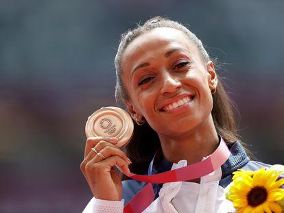 Ana Peleteiro posa con la medalla de bronce obtenida en los Juegos Olímpicos el pasado 2de agosto en Tokio.