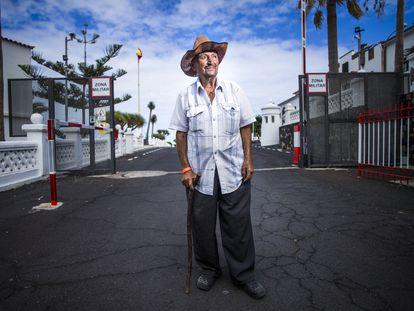 Juan Díaz, conocido como 'Ovidio', de 86 años, fue evacuado del núcleo de La Bombilla, en La Palma, este lunes.