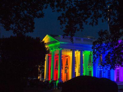La Casa Blanca con los colores del orgullo, en una foto de archivo.