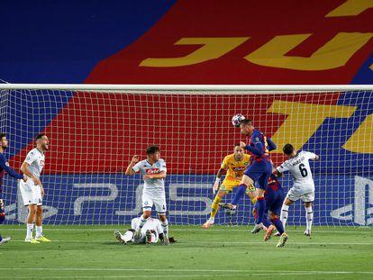 Lenglet marca el primer gol del Barcelona ante el Nápoles.