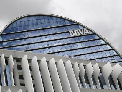 Fachada de la sede corporativa del BBVA, en el distrito de Las Tablas en Madrid.