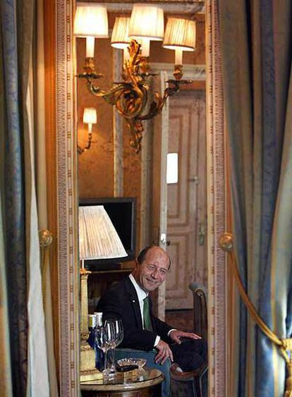 El presidente Traian Basescu, después de la entrevista.