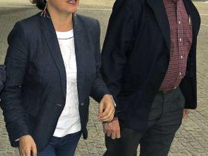 Elena Cortés y Willy Meyer, en Bruselas.