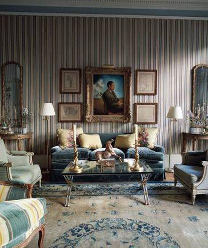 Flanqueado por dibujos de Pissarro, preside el salón azul el retrato que Dalí hizo del padre de Herrera, el marqués de Torre Casa. Sobre la mesa, un caballo de bronce de Miguel Berrocal.