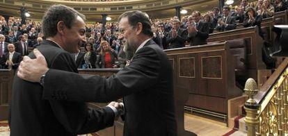 José Luis Rodríguez Zapatero y Mariano Rajoy, en la investidura como presidente de este último en 2011.
