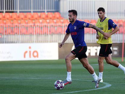 Saúl, en un entrenamiento reciente junto a Morata.