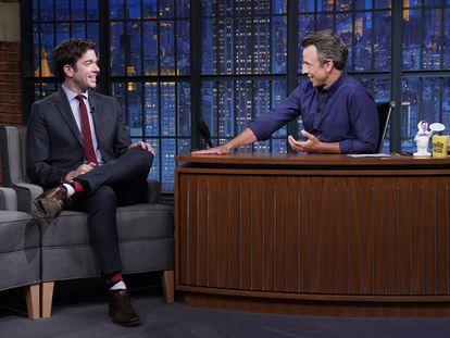 John Mulaney en su entrevista con Seth Meyers.