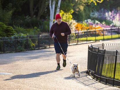 Boris Johnson hace ejercicio este jueves en el parque de St. James, en Londres