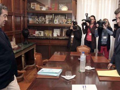 Álvarez-Cascos (izquierda) y Prendes, este lunes en una reunión.