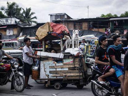 El crecimiento de la economía no evita imágenes de pobreza como esta, tomada en Manila el pasado junio.