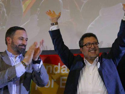 El líder de Vox, Santiago Abascal, y Francisco Serrano, el líder del partido en Andalucía, tras las elecciones andaluzas.