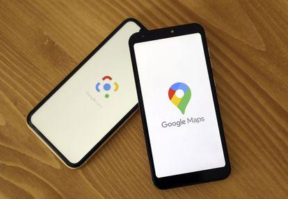 Móviles con pantallas de inicio de Google Lens y Google Maps