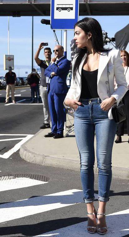Georgina Rodriguez, novia del futbolista, a su llegada a la ceremonia.