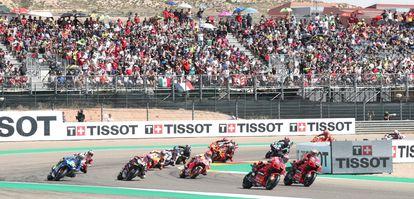 Inicio de la carrera de MotoGP en Alcañiz, que acogió a 13.578 espectadores.