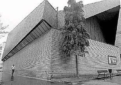 La iglesia  es el buque insignia de todo el complejo de edificios de la parroquia de Nuestra Señora de los Ángeles.