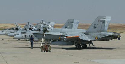 Cazabombarderos F-18 en la base aérea de Torrejón de Ardoz (Madrid).