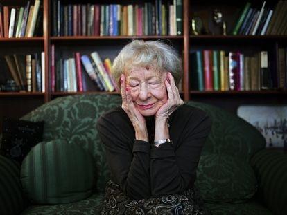 Wislawa Szymborska, en su casa en Cracovia en 2000.