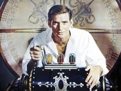 Rod Taylor en un fotograma de la película 'El tiempo en sus manos' (1960), basada en la novela 'La máquina del tiempo' de H. G. Wells.