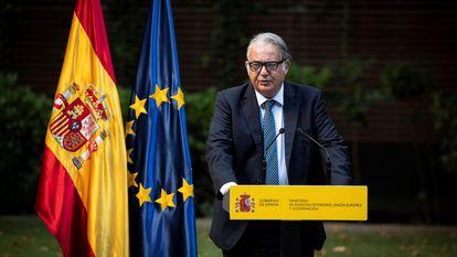 El exembajador de España en Afganistán, Gabriel Ferrán, durante el homenaje a los empleados de la Embajada de España en Kabul,