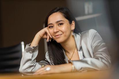 La cantante Manizha, que representa a Rusia en el festival de Eurovisión, en un estudio de grabación de Moscú, el pasado 2 de abril.