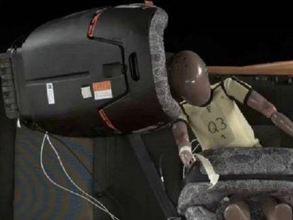 Imagen de una prueba de seguridad a la que se sometió una silla infantil.