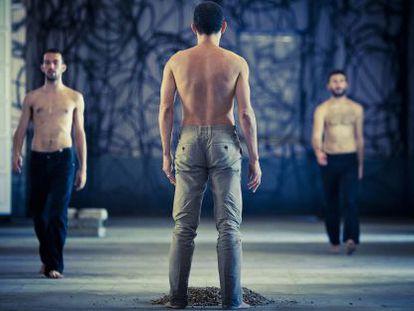 Un ensayo de 'Reconstrucción'. De espaldas, Fernando Lima.