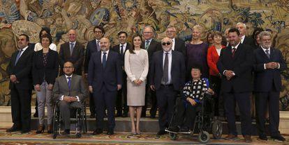 La reina Letizia, el viernes, con una representación de la Asamblea General Anual del Foro Europeo de la Discapacidad.