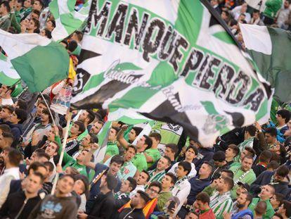 Aficionados del Betis en las gradas del Villamarín.