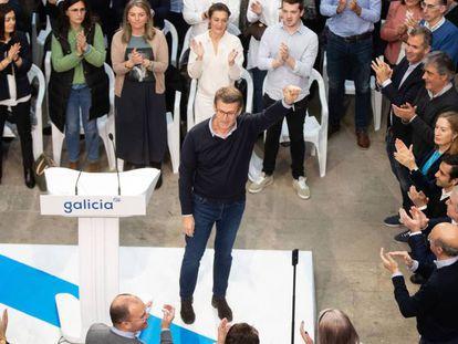 El candidato del PP gallego, Alberto Núñez Feijóo, durante un acto del partido. En vídeo, Feijóo se reivindica independiente.