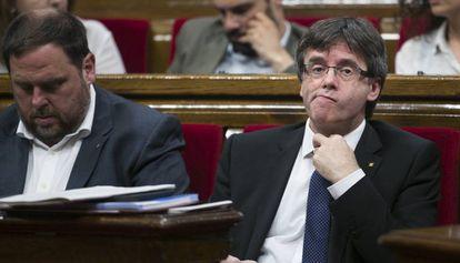 El presidente Carles Puigdemont en el Parlament.