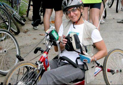 Teresa Silva practicando ciclismo adaptado.