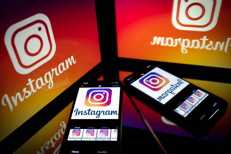 Foto de stock de móviles con el logo de Instagram.