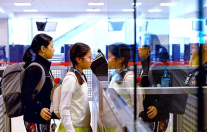 Controles de biometría facial en el aeropuerto de Dulles (EE UU)